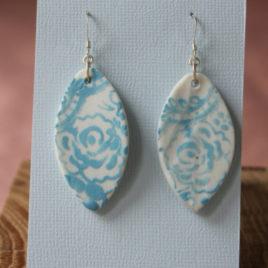 Boucles d'oreilles Dentelle bleu ciel N°1 en porcelaine