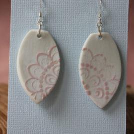 Boucles d'oreilles Dentelle rose pâle en porcelaine
